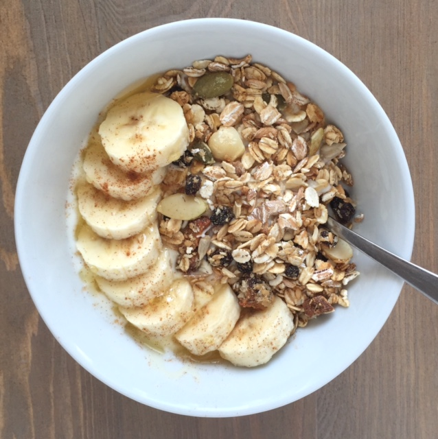 yogurt banana + muesli