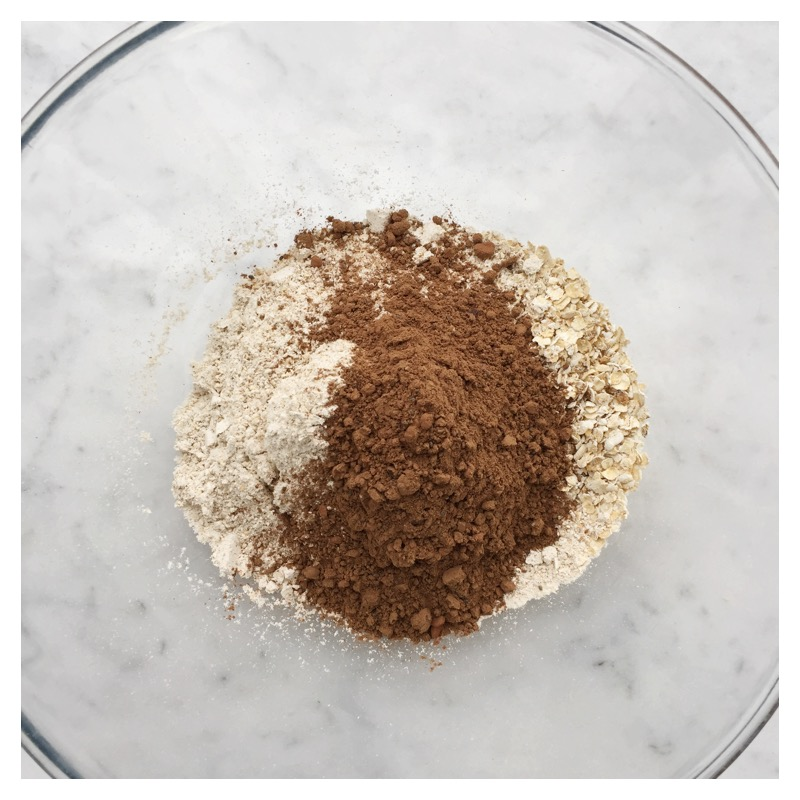 Combine Oat flour quick oats and cacao protein blend